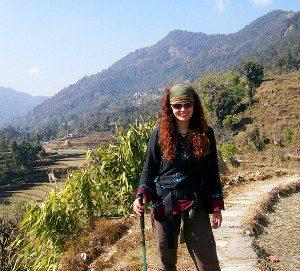 Elisa am Anfang des Trekkingpfads